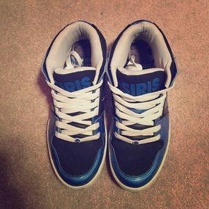 Men's Osiris low top skate shoes