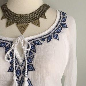 {Old Navy} Embroidered Tie-Front Peasant Top