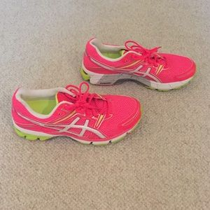 asics asics gray with pink athletic shoes from stormi s