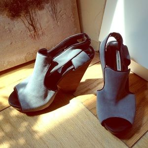 Kathryn Amberleigh Shoes - Grey Suede Block-Heeled Platform beauties Sz 6.5