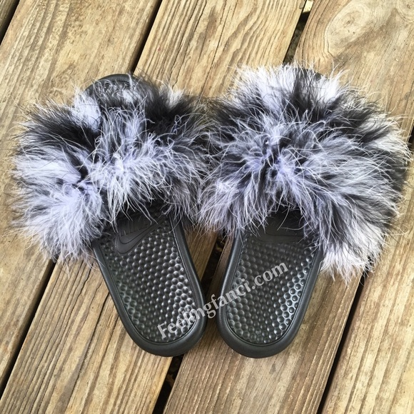 05e3b19165a87 Faux Fur Cookies And Cream Nike Slippers. M 57951e204225beeb7900bf63