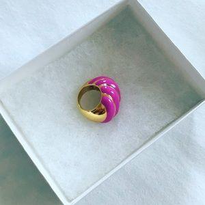 nOir swirl ring size 6