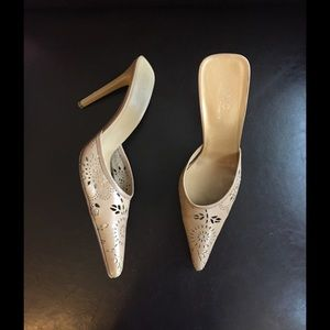 AVC by Adriana V. Campanila Shoes - AVC Traforato Floral Mules in Camel in IT40