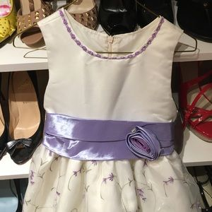 Jayne Copeland Other - Beautiful ivory dress with purple flowers
