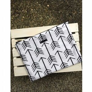 "ellebee206 Handbags - Handmade 15"" MacBook Sleeve"