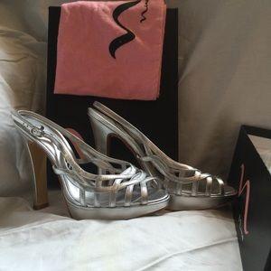New Nina platform sandals size 8.5 silver heels