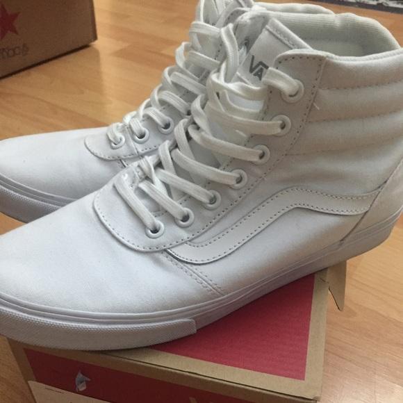 c1cba02447 Vans Milton white shoes. M 5795a15c7fab3a82b407d116