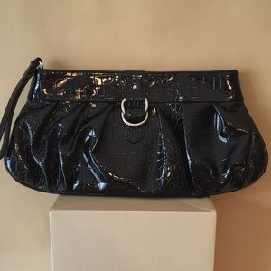 LARGE EMBOSSED CROC PATENT CLUTCH