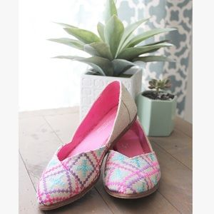 TOMS // Embroidered Jutti Flats