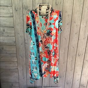 Tunic print with different lengths hem.