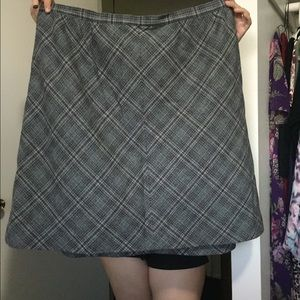 100% wool skirt grey with designs