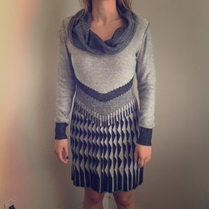 Gray long sleeve knitted dress