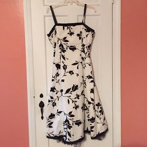Sale!   Size 12 sundress. Button on/off straps!  S