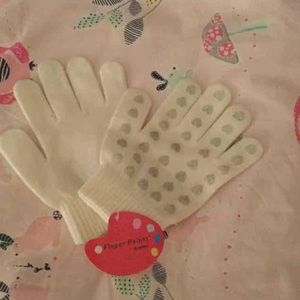 Urban Outfitters Other - ☃Ivory and Silver Heart Gloves NWT☃