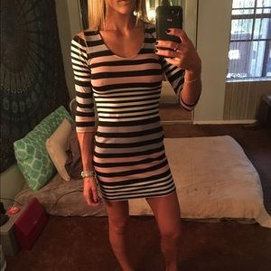 Dresses & Skirts - Striped quarter sleeve mini dress