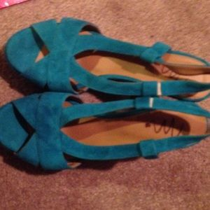 MonnaLisa Shoes - NWOT Teal suede shoes from Italy
