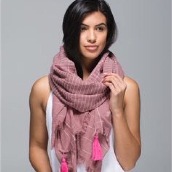 how to wear lululemon mantra scarf