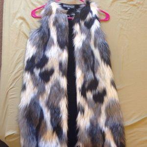 Faux fur vest( runs large)