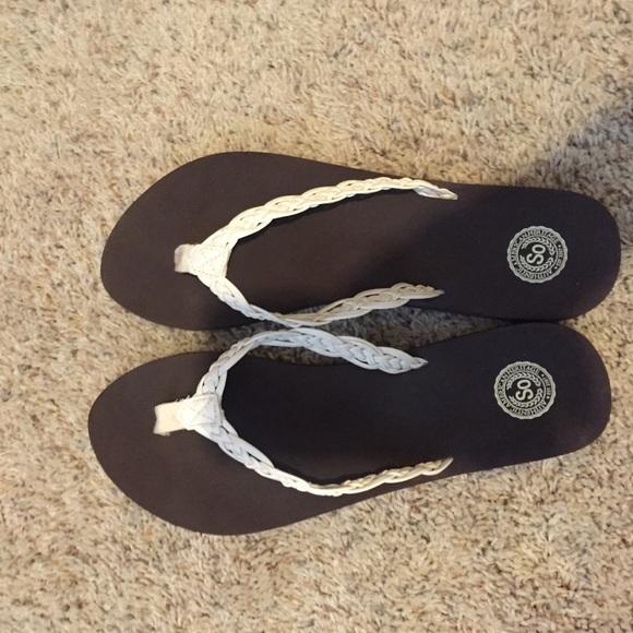 SO Shoes | Kohls Flip Flops | Poshmark