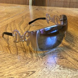 7970fefddce Dolce   Gabbana Accessories - 100% Auth Dolce   Gabbana silver frame  sunglasses