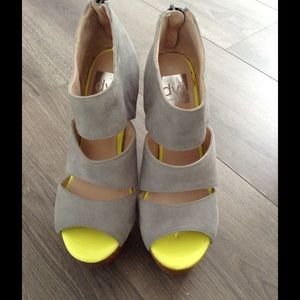 Dolce Vita shoes size 6