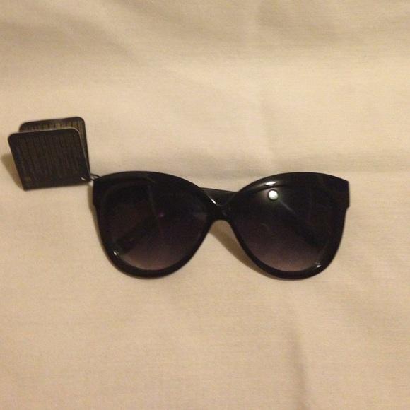 02110904e8a Forever 21 black cat eye sunglasses