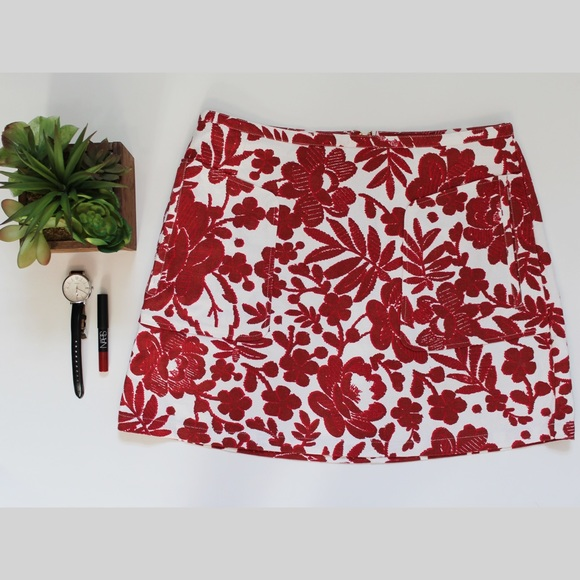 000658dc97 Topshop Red and White Floral A-Line Skirt. M_5797f43cbf6df502af0035e1