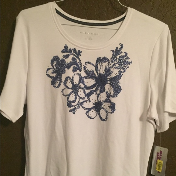 White top with blue flowers on front poshmark white top with blue flowers on front mightylinksfo