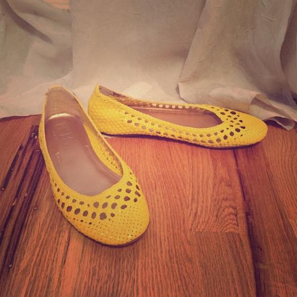 Bcbg Paris Shoes Flats