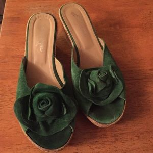 Sotto sopra  Shoes - Sotto Sopra Green suede rose cork wedges❤️