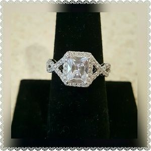 Jewelry - New GORGEOUS White Gold Plated CZ Ring Size 8