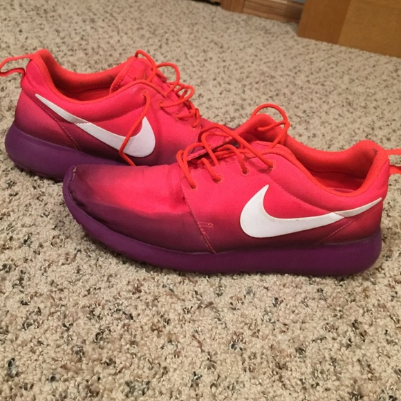4d1792f31f5b release date h pink purple ombrÉ nike roshes womens 10 899c5 0c201
