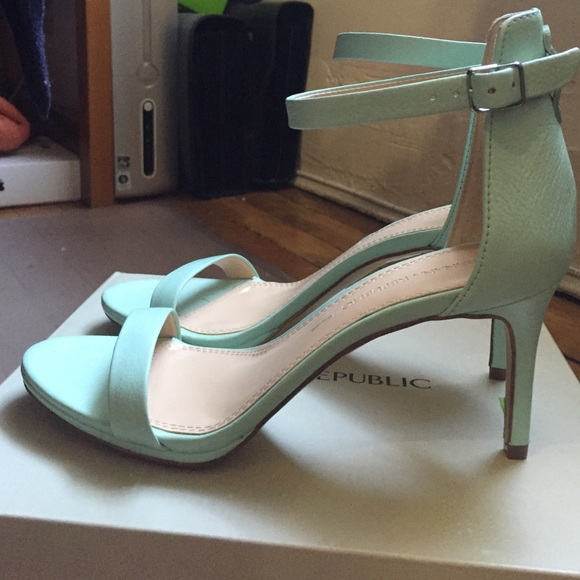 cb9e03f4a8 Banana Republic Shoes | Leather Mint Green Sandals | Poshmark