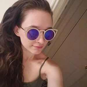Quay Australia Accessories - NWT Silver/green blue Cat Eye Mirrored Sunglasses