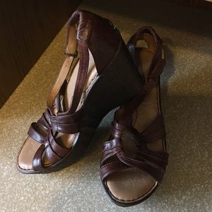 Born wedge brown heels sandals leather