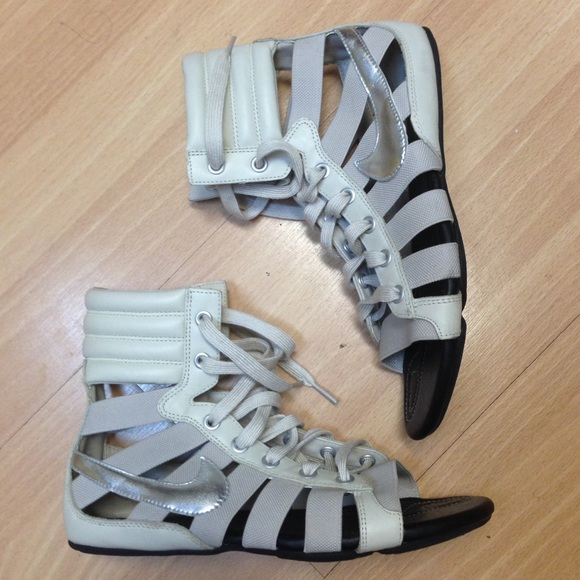981ca2fee7c6 NIKE Lace Up Gladiator Sandals Beige Silver Sz 6. M 57991eb44225bec5820033b3