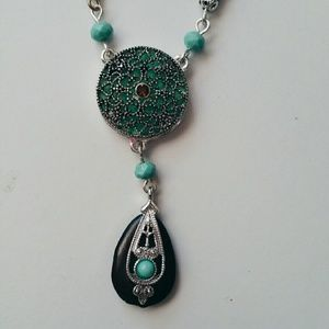Jewelry - Teardrop Pendant Necklace