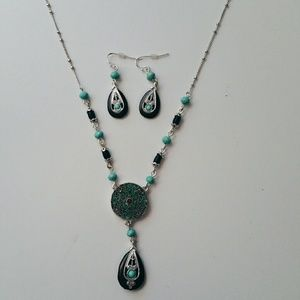 Jewelry - Teardrop Pendant Necklace