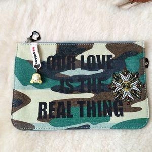 Harajuku Lovers Handbags - NWOT Harajuku Lovers Clutch/Cosmetic Case