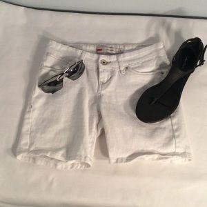 White denim Levi's shorts