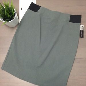 Dresses & Skirts - Woman's grey pencil skirt