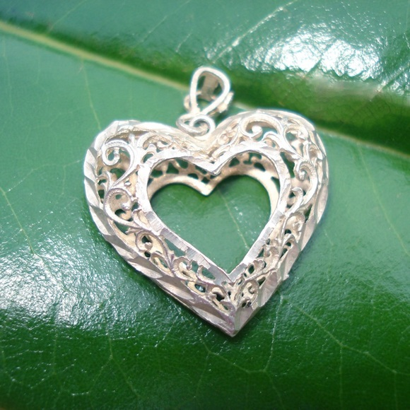 Jewelry - Vintage Sterling silver heart necklace pendent