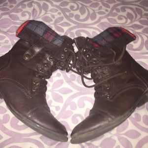 Aero flannel brown leather boots in size 7