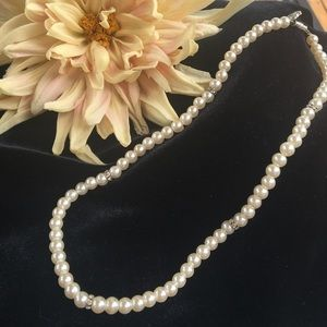 Jewelry - Pearl necklace with rhinestones