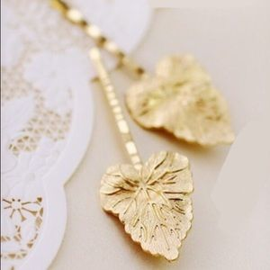 Accessories - 🌷HP🌷 2 leaf hairpins gold color