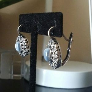.925 sterling silver earrings with cat eyes