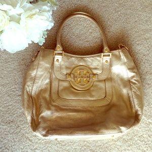 Tory Burch Handbags - 🎉🎉 Tory Burch gold large Amanda Bag 🎉🎉