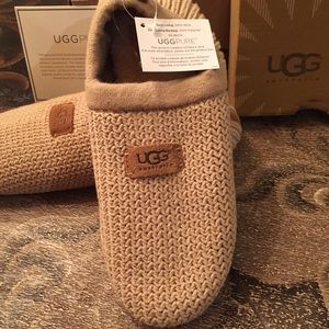 ebfed6b6d5 UGG Shoes - ❤️SALE❤️Ugg House shoes NEW IN Box