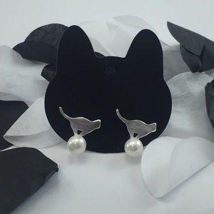 Sterling silver cat pearl earrings