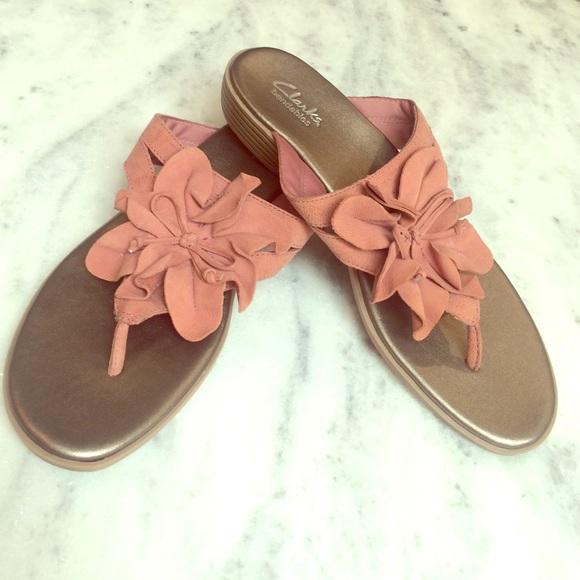 fb9871a9dcd94 Clarks Shoes - Clarksville flower Thongs